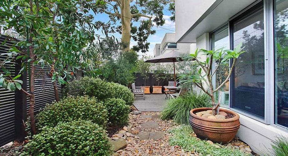 จ้างร้านขายต้นไม้ให้ออกแบบสวนให้